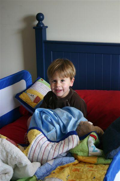 Grady_in_his_big_boy_bed_004